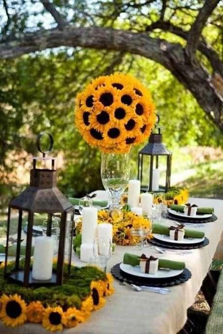 53. Decore para festa tema girassol feito ao ar livre. Fonte: Pinterest