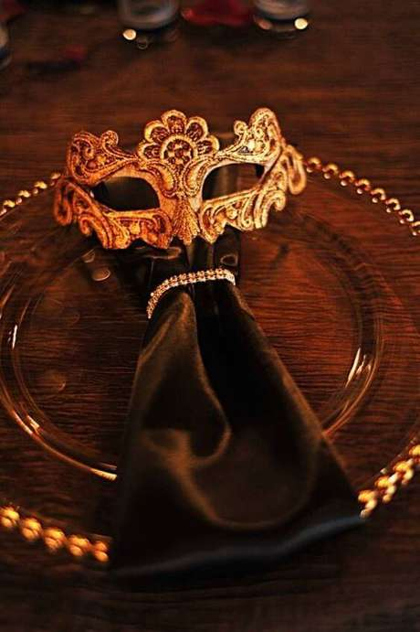 13. Guardanapo para decoração de festa baile de máscaras – Via: Inspired Bride