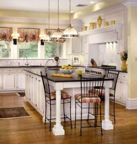 41. Arranjo de luminária para cozinha com armação prata