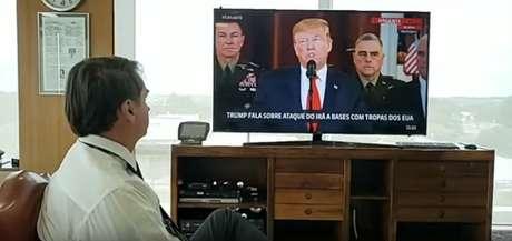 Bolsonaro vira telespectador de Trump na GloboNews: canal da família Marinho não poupa críticas ao presidente