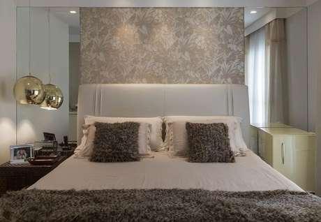 18. A cabeceira deve combinar com a decoração do quarto. Projeto de Itten Arquitetura e Interiores