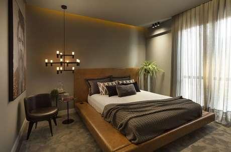 26. A cabeceira unida à estrutura da cama é algo muito interessante e clássica. Projeto de Pollyanna Cury
