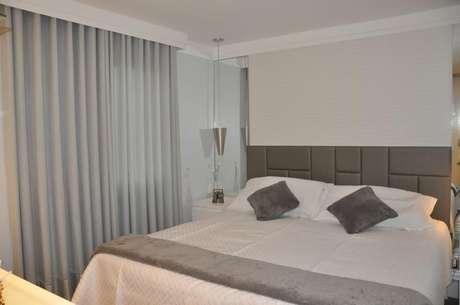 17. A estética também é importante para a cabeceira de cama. Projeto de Serra Vaz Arquitetura