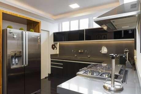 43. O plafon é um modelo de luminária para cozinha muito utilizado