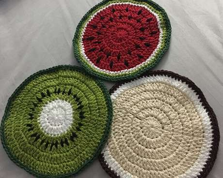 44. Kit de descanso de panela de crochê colorido. Fonte: Pinterest