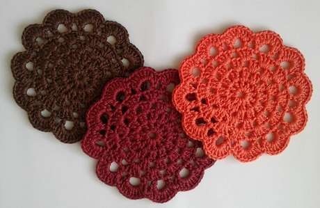 21. Descansos de panela de crochê com cores neutras. Fonte: Elo7