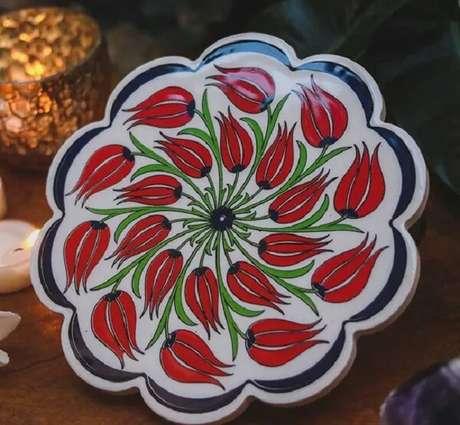 35. Descanso de panela feito de cerâmica. Fonte: Arte & Sintonia