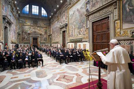 Papa Francisco recebe embaixadores no Vaticano