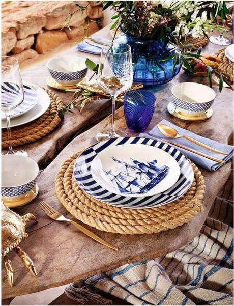 6. O estilo navy pede enfeites de mesa azuis, detalhes em cordas e muita criatividade.