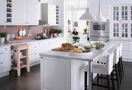 34. A luminária para cozinha, fica linda quando instalada sobre a ilha