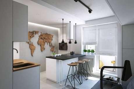 10. A luminária para cozinha americana sobre a bancada garante uma iluminação agradável na hora das refeições.