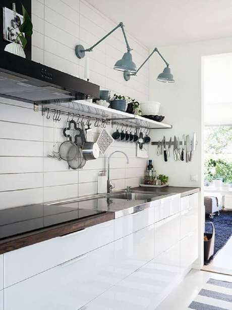 31. Luminária para cozinha presa na parede