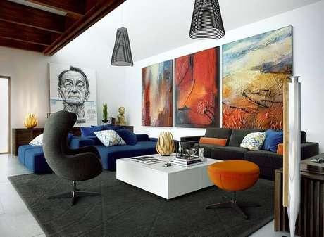 26. Invista em quadros para sala grande. Fonte: Pinterest