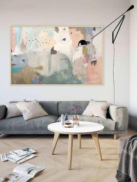 6. Decoração minimalista para sala de estar com quadro grande. Fonte: Pinterest