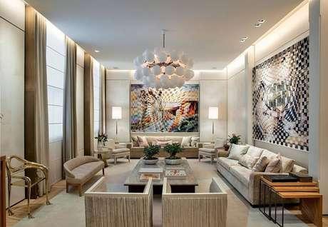 62. Quadros grandes para sala ampla encantam os olhos de quem passa pelo ambiente. Projeto por Casa Cor 2016