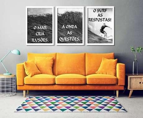 66. Os quadros grandes para sala trazem descontração para o espaço. Fonte: Pinterest
