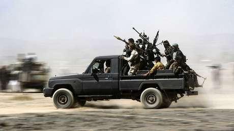 Os houtis, de maioria xiita, integram uma ampla rede de milícias armadas apoiadas por Teerã