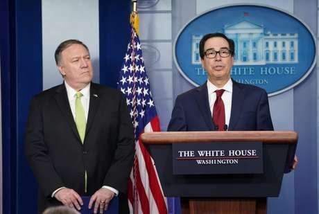 Secretário do Tesouro dos EUA, Steven Mnuchin (à direita), anuncia novas sanções contra o Irã ao lado do secretário de Estado, Mike Pompeo 10/01/2020 REUTERS/Kevin Lamarque