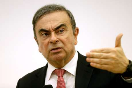 Carlos Ghosn gesticula durante entrevista coletiva em Beirute 08/01/2020 REUTERS/Mohamed Azakir/File Photo