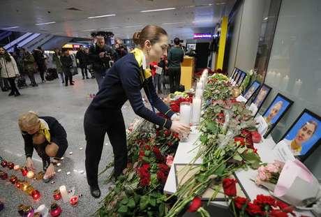 Memorial no aeroporto de Kiev homenageia vítimas de desastre aéreo no Irã