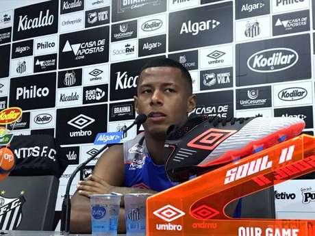 Arthur Gomes, em entrevista coletiva, nesta sexta-feira, no CT Rei Pelé (Arthur Faria)
