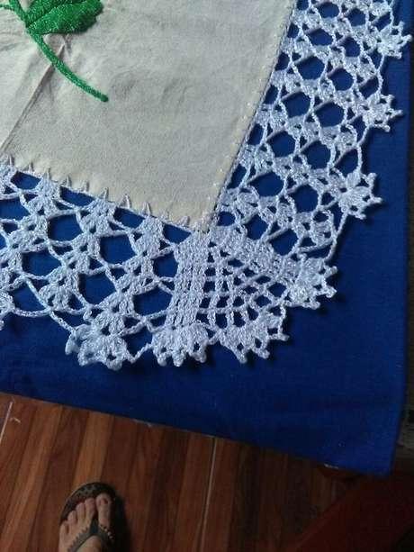 73. Bico de crochê azul para toalha de mesa – Foto: Pinterest