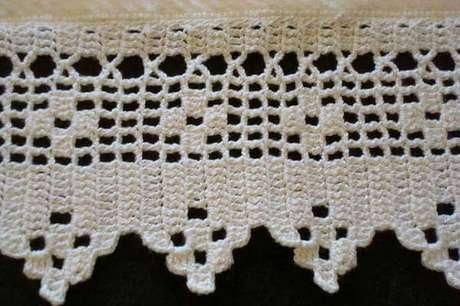 66. Bico de crochê branco com desenhos diferentes. Foto de Tapetes Crochê