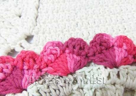 11. Bico de crochê carreira única em tons de rosa. Foto de Artes da Desi