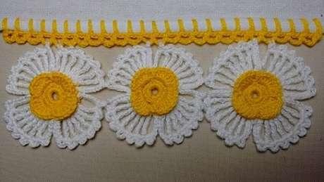 68. Bico de crochê com flores grandes. Foto de Wilma Crochê