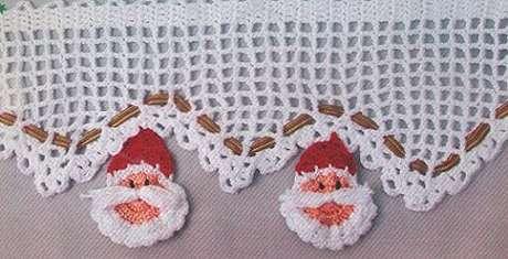 58. Bico de crochê com mini papai noéis. Foto de Leather Finish
