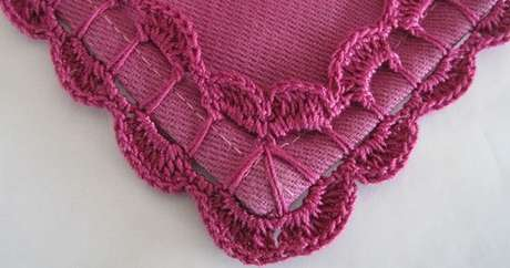 64. Bico de crochê para tapete em tons de roxo. Foto de Revista Artesanato