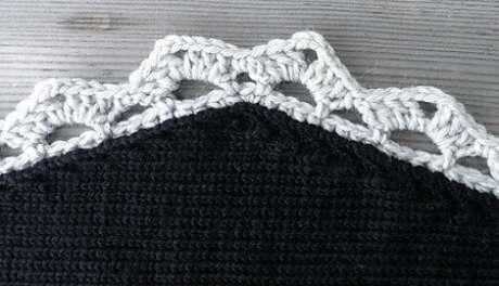 71. Bico de crochê para tapete preto. Foto de Ravelry