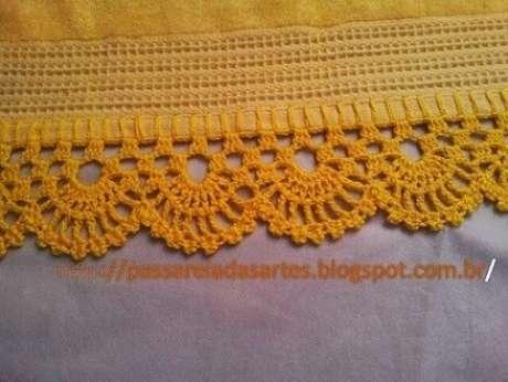 61. Bico de crochê para toalha amarela. Foto de Passarela das Artes