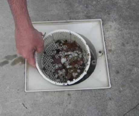3. Os resíduos devem ser removidos da coadeira com frequência.