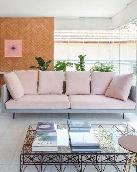 33. Escolha o melhor sofá para decorar a sua varanda gourmet – Foto: Viviane Gobbato Arquitetura