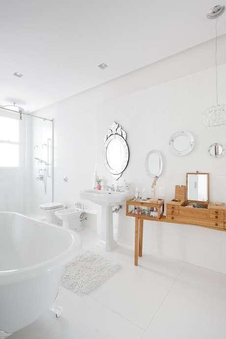 42. Banheiro com penteadeiras lindas – Projeto: Consuelo Jorge