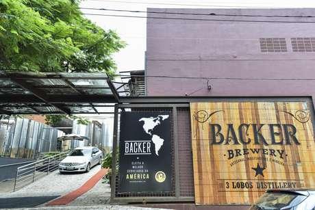 Peritos da Polícia Civil compareceram nesta quinta-feira (9) na sede da cervejaria Backer, no Bairro Olhos D'Água, em Belo Horizonte.
