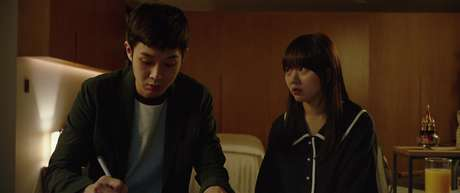 Woo-sik Choi and Ji-so Jung em 'Parasita' (2019)