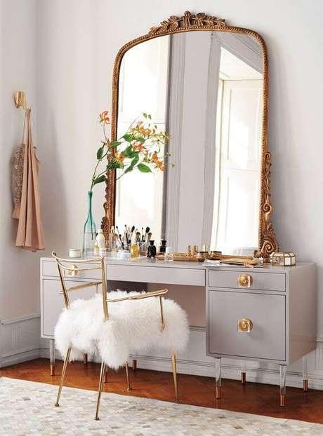 1. Penteadeira com espelho grande e bonito – Foto: Casa Vogue