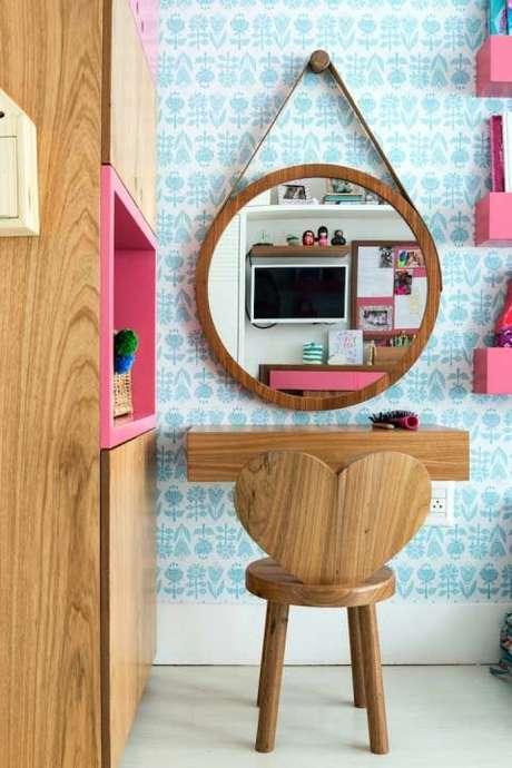 25. Penteadeira infantil com cadeira em formato de espelho – Via: Ideias Decor