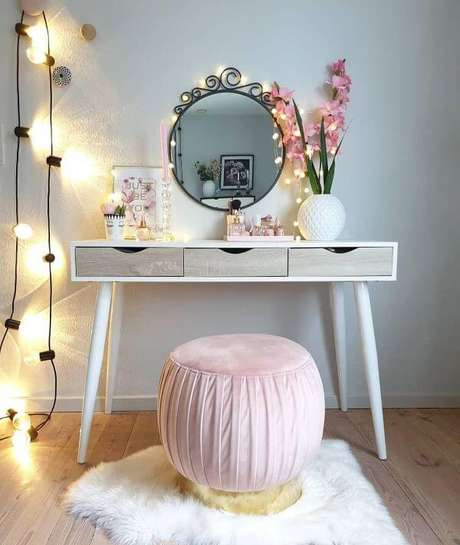 89. Penteadeira para quarto feminino – Foto: Dicas decor