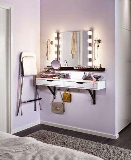 75. Penteadeira suspensa com espelho camarim – Via: Pinterest