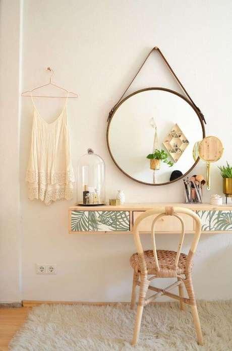 73. Use sua criatividade para decorar a penteadeira! – Foto: Pinterest