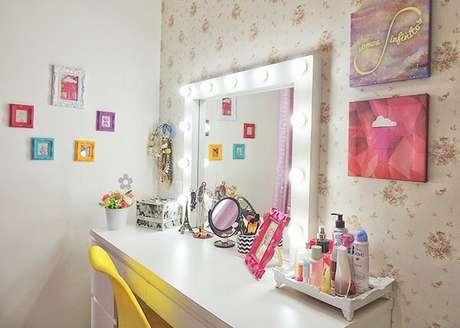 83. Penteadeiras modernas e iluminadas – Via: Pinterest