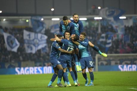 Alex Telles marcou o segundo gol do Porto na partida, de pênalti. (Foto: Reprodução/ Porto)