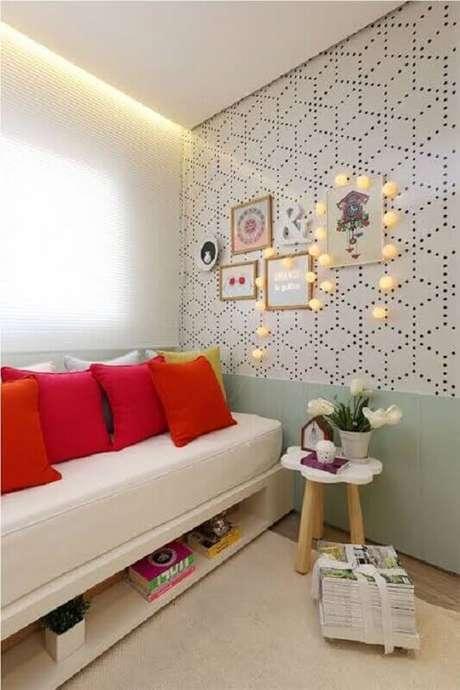 42. Decoração para quarto com sofá cama com nicho embaixo – Foto: Archzine
