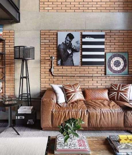 54. O melhor sofá para uma sala com estilo industrial tem design arrojado – Foto: HappyModern