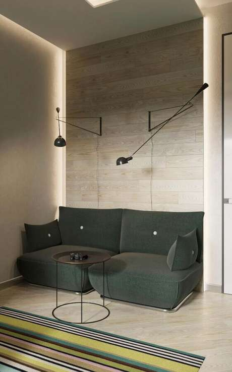 55. Sala clean decorada com sofá pequeno verde – Foto: iFuun