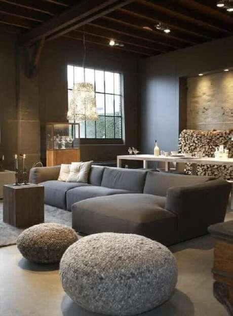 58. Sala moderna cinza decorada com sofá com chaise modulado – Foto: Pinterest