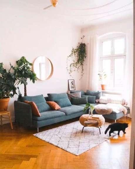 19. Em uma casa com pets é importante manter uma rotina de limpeza para o sofá – Foto: Pinterest